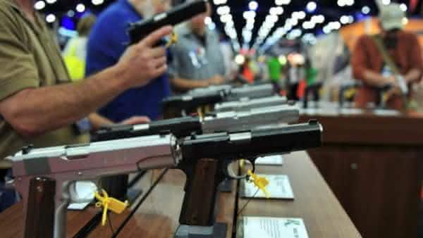 acesso a armas entre as razoes pelas quais os Estados Unidos tem tantos tiroteios em massa