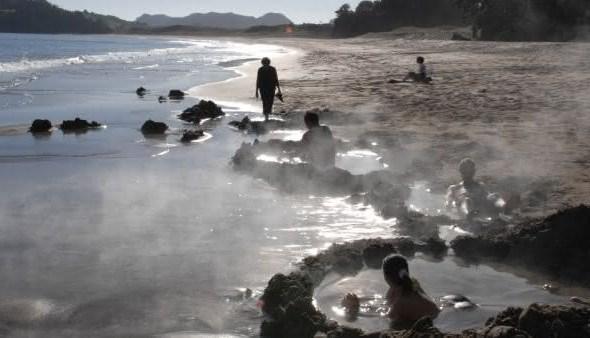 praia agua quente entre as praias mais bizarras do mundo