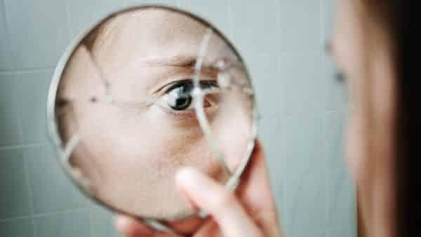 quebrar espelho entre as supersticoes mais populares em todo o mundo