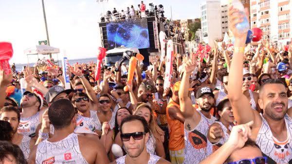 Bloco coruja entre os shows mais caros do carnaval do brasil