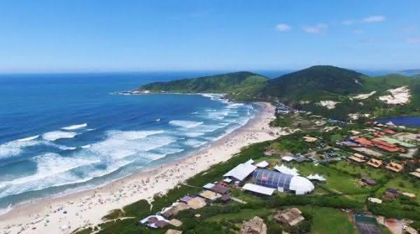Praia do rosa entre as praias mais caras para morar no Brasil