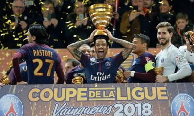 Daniel Alves entre os jogadores de futebol com mais titulos da historia