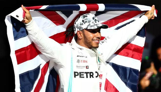 Lewis Hamilton entre os pilotos