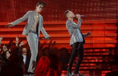 miguel_and_wiz_khalifa_perform_at_the_staples_center_during_the_55th_grammy_awards_610x397_50