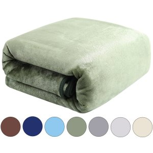 10. Balichun Super Soft All Year-round Plush Fleece Blanket