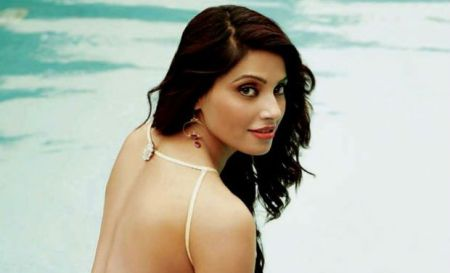 10.Top 10 Sexiest and Hottest Bollywood Actresses