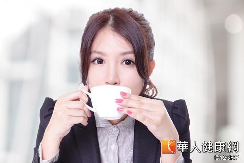 感冒喉嚨痛 來杯熱鹹檸檬茶 | 華人健康網