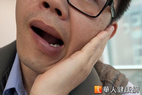 喀一聲嘴歪了!顳顎關節癥候群作祟 | 華人健康網