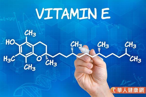 維生素E依化學結構上的碳鏈不同,可分為4種生育醇和4種三烯生育醇。