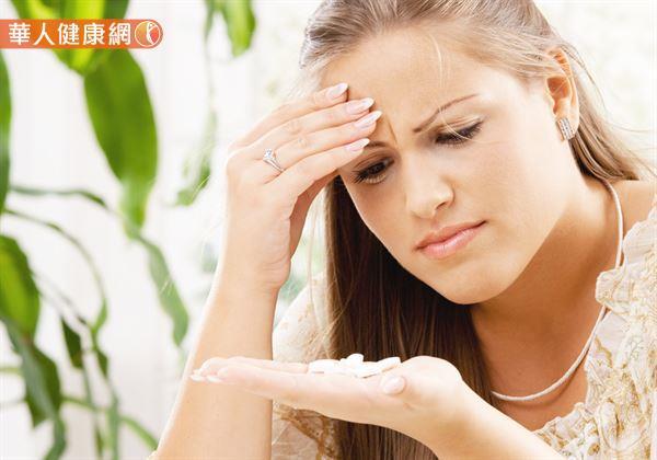 慢性頭痛是女性常碰到的困擾,天天吃反而會造成天天頭痛。
