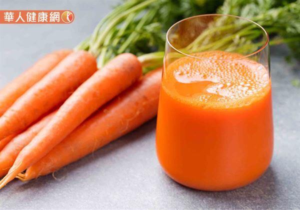 近來,網路盛傳:「紅蘿蔔汁有將血液中的油脂乳化,並溶解沉積在肝臟裡脂肪的作用。只要每天喝1杯紅蘿蔔汁,就有助改善脂肪肝。」的說法,引發網友熱議!