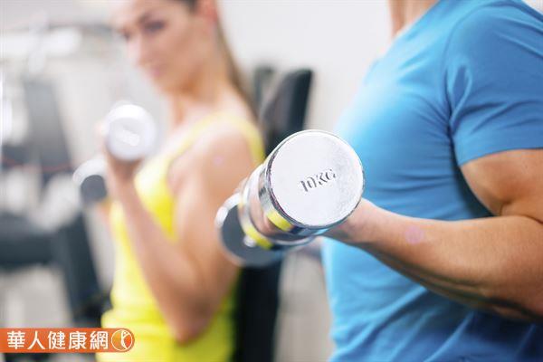 人在運動期間,消耗較多的能量其實是醣類,蛋白質僅提供少量的能量。