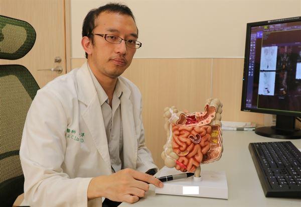 林敬淳醫師指出,低位直腸惡性腫瘤與痔瘡的臨床症狀十分類似。(圖片提供/亞大醫院)