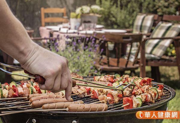 多環芳香烴是一群有機化合物的統稱,主要來自含碳物質不完全燃燒的時候產生,因此平時抽煙、烹飪都會產生,油炸與燒烤的生成量最多。