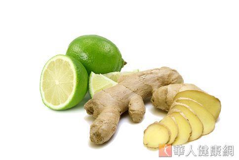 生薑與檸檬當中的成分,有助於改善便祕、消化不良等症狀。