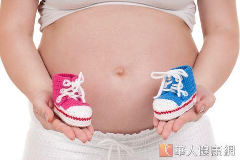 破除治療不孕症迷思,植入受精卵後婦女仍可正常作息走動,不須長期臥床。