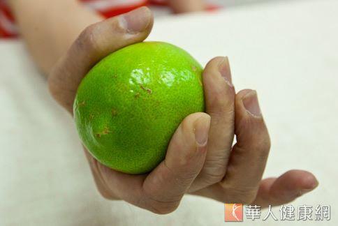檸檬能分解脂肪,清除體內廢物和毒素。(本站資料照片)