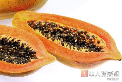 木瓜中的蛋白質分解酵素,可分解蛋白質、促進人體新陳代謝,並把多餘的熱量排出體外。(本站資料照片)