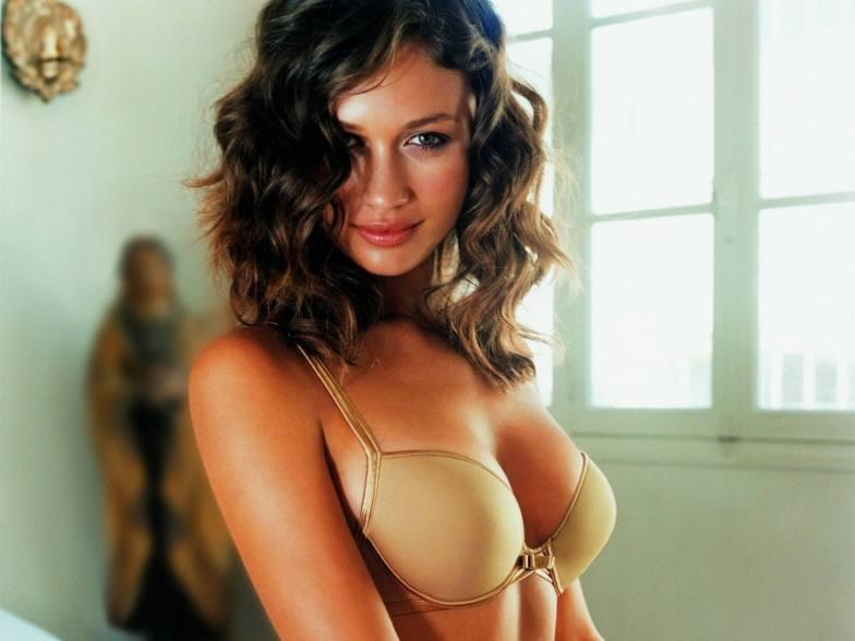 #1 Olga Kurylenko Pics!