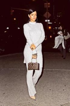 kim white pullover