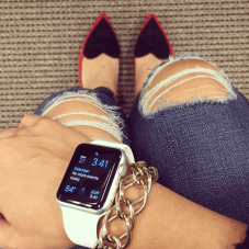 blogger wearing apple watch