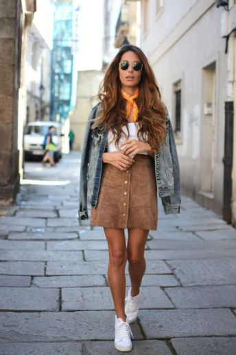 suede skirt with white sneakers