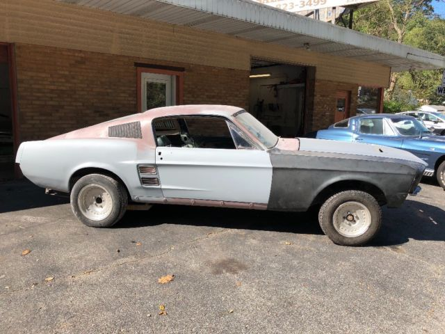 Cruise the beaches or cut loose around the mountain terrain, either way this 1967 ford mustang is happy to oblige. 1967 Mustang Fastback Project Car A Code 302 Auto Clean Body For Sale Photos Technical Specifications Description