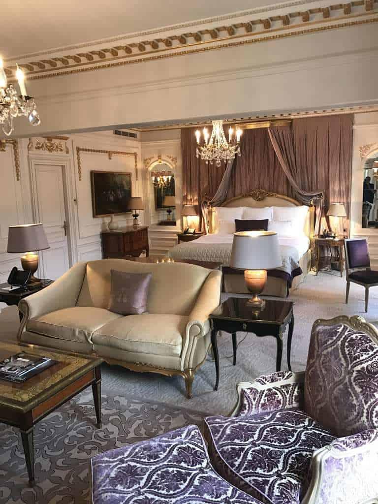 Το Hôtel Plaza Athénée σας περιμένει για μια μοναδικη και ευχαριστη εμπειρια