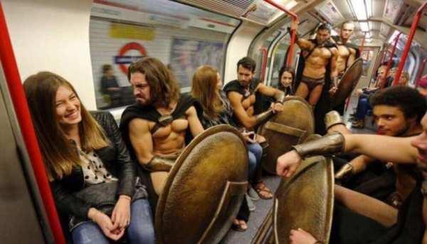 40 фото самых странных людей в метро • Страница 14 из 40 ...