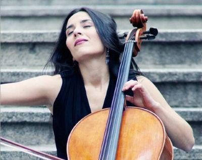 Iris-Azquinezer-en-concierto-en-el-Teatro-del-Arte-de-Madrid