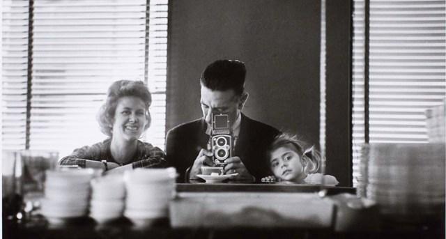 Autorretrato en familia. Madrid, 1962. Foto Gerardo Vielba
