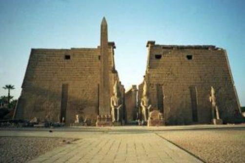 6. Chrám Re-Atum Obelisk - Egypt