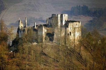 Považský hrad Zrúcaniny hradov  Slovensku