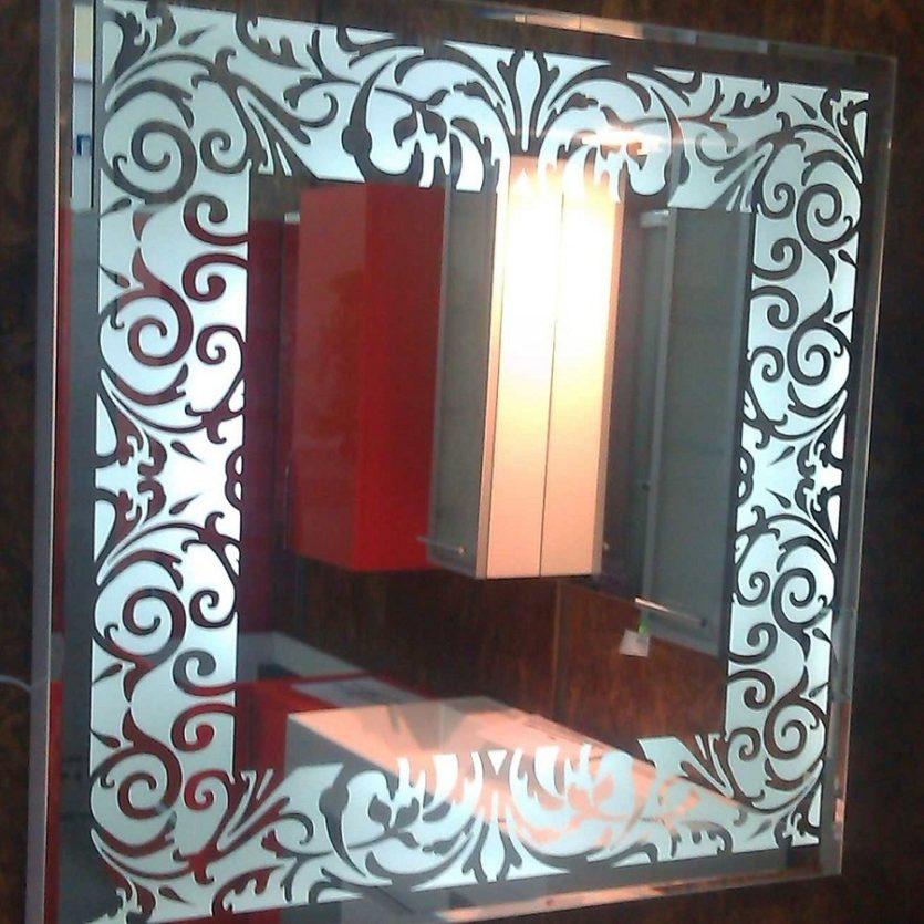 4f9c874c0 Pasillo interior con gran espejo en la casa. Espejo en el pasillo en ...