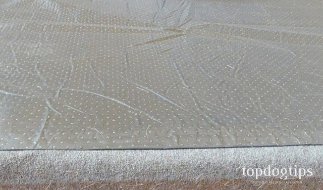grips on the bottom of dog bed