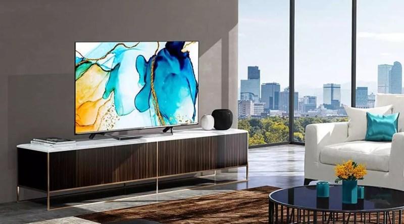 foto di Hisense Smart TV in un soggiorno