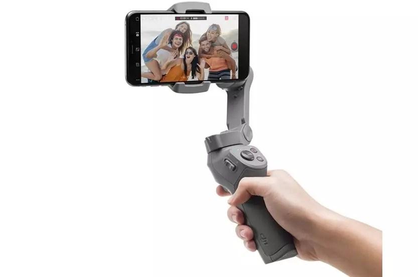 DJI Osmo Mobile 3 en la mano