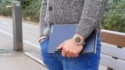 Lenovo YOGA Book en mano