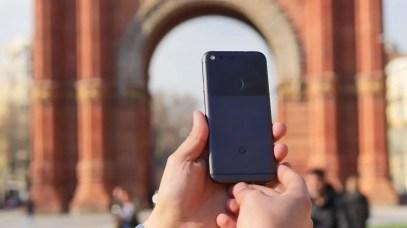 Google Pixel en mano