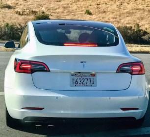 Trasera Tesla Model 3 blanco