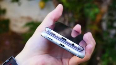 Puerto USB deñl Samsung Galaxy S8 y el HTC U11