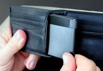 Batería TravelCard en una cartera