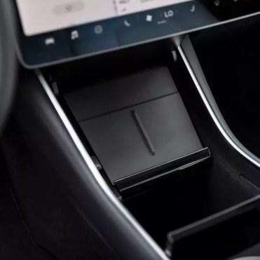 Cargador inalámbrico Tesla instalado