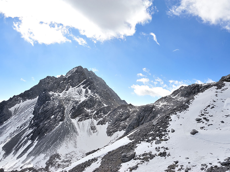 Yulong Snow Mountain in Yunnan China. Photo: Kwan Wong