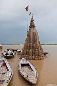 पानी में डूबा हुआ रत्नेश्वर महादेव मंदिर