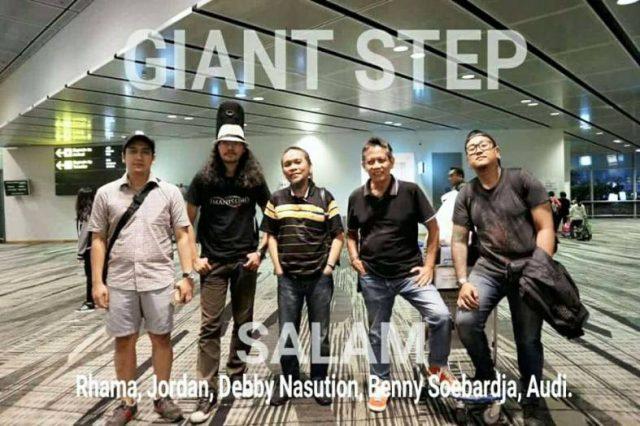 Para-Personil-Giant-Step-dari-kiri_-Rhama-Jordan-Debby-Nasution-Benny-Soebardja-dan-Audi.-Dok.-Istimewa