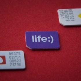 """Деньги на ветер: как мобильные операторы подключают нам """"лишние"""" услуги"""