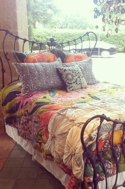 Rosette Quilt by Lazybones