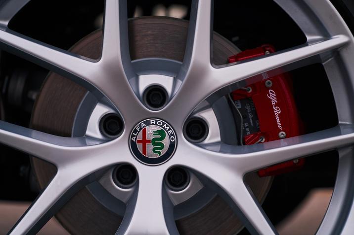 Alfa Romeo Stelvio (exterior-3)