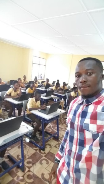 microsoft gifts laptops to ghanaian school where teacher drew
